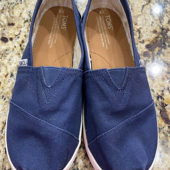 Toms Navy Blue size Y5
